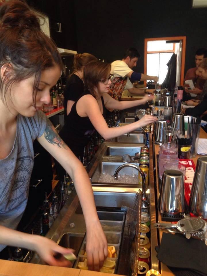 Image result for emploi bar à Montréal avec École du Bar